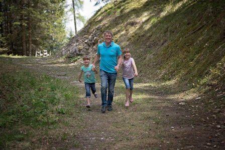 親子散歩イメージ